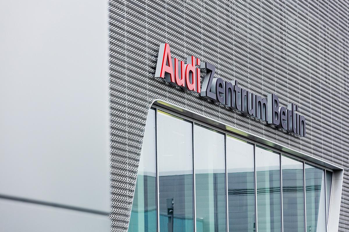 Audi Zentrum Berlin-38
